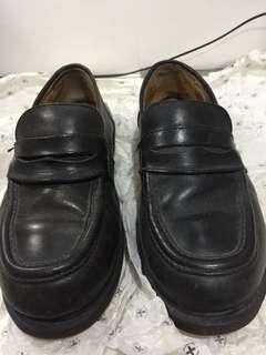 Doc Martens: Black loafers
