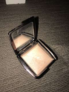 Hourglass highlighter in ambient