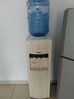 Water dispenser panas suam
