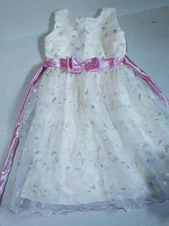 Sleeveless princess dress with pink bow