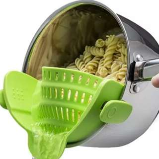 [KITCHENWARE] CLIP ON STRAINER FOR YOUR COOKING POTS