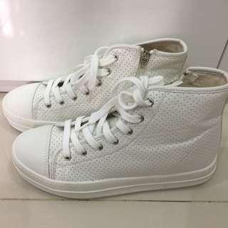 Korean High Top White Shoe