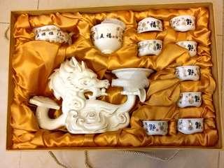 """全新五福臨門 """"龍"""" 茶壺連茶杯一套連盒,送禮皆品,新居入伙,高貴大方,自用皆可,購於北京"""