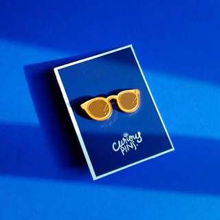 🚚 Sunglasses Pin