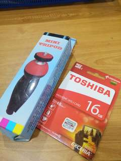 TOSHIBA 16GB MICRO SD CARD+FREE MINI TRIPOD