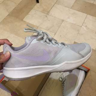Nike Wmns City Trainer