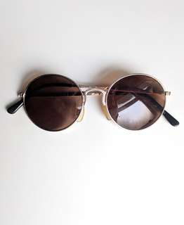 Womens Lennon-style round sunglasses