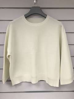 Brand new white color top 全新上衣