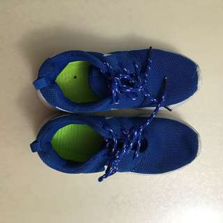 Nike running kids shoes