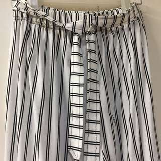 White/Black Stripes Trousers/Wide pants (with Belt)
