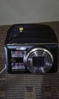 GE digicam without battery with free case logic case, in good condition. Fix price