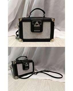 ALDO LOCK DETAILED BOX BAG