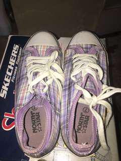 Sepatu ungu north star