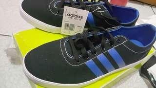 Sepatu Adidas neo