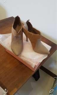 🚚 雙色麂皮高跟鞋
