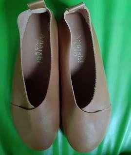 Sepatu flat cokelat cewe