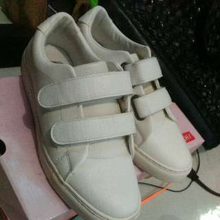 FREE SF/BENCH WHITE STRAPS RUBBER SHOES