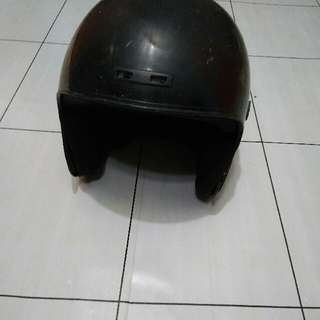 Helm Hitam