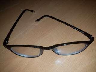 Kacamata minus 0,75 R&L