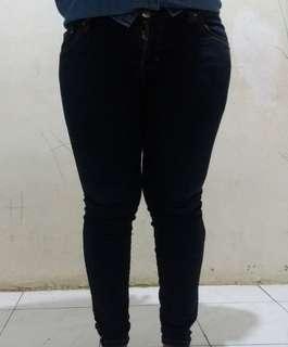 Celana jeans biru tua