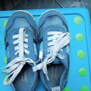 Sepatu zara boys warna biru