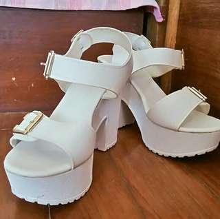 🚚 💓衝動購物!!九成新💓厚底高跟凉鞋白色新款粗跟韓版百搭舒適原宿風松糕鞋-24.5