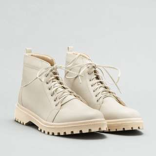 Adorable Projects Butterpop Creamy Boots