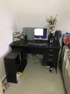 Komputer Dan Meja
