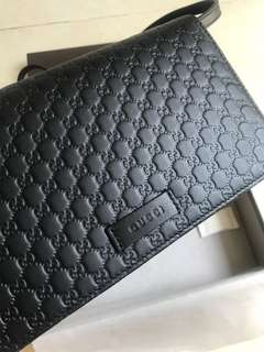Gucci 小牛皮black leather wallet on chain style crossbody bag.