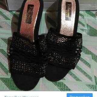 Sandal Kondangan hitam