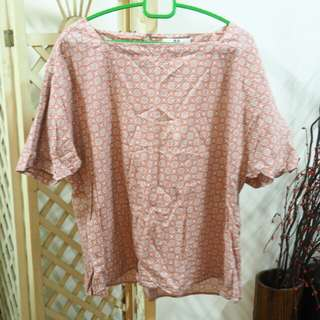 UNIQLO batik top shirt