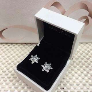 AUTHENTIC PANDORA EARRINGS S925 ALE COMES WITH COMPLETE INCLUSIONS