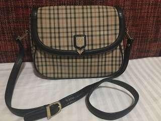 Daks sling bag with code