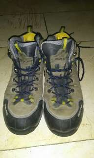 Kolon Sport (sepatu gunung) with goretex and vibram outsole