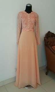 Brukat peach dress