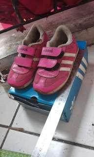 Sepatu addidas anak