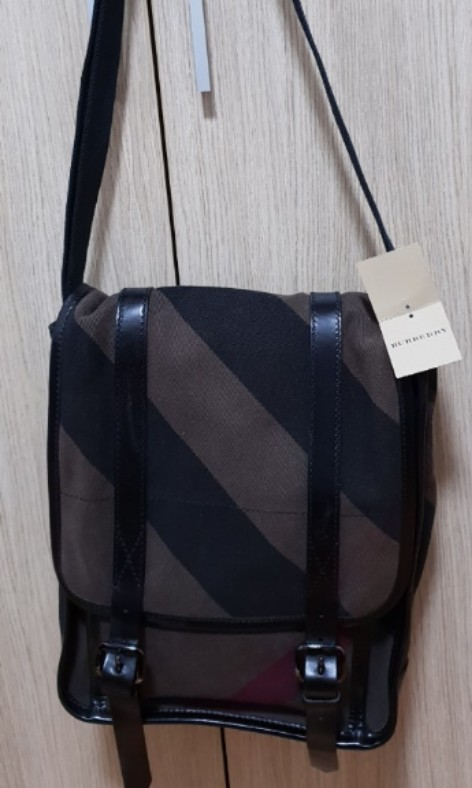 Brand new Burberry messenger bag for sale, Men s Fashion, Bags   Wallets,  Sling Bags on Carousell dcaf7ab2a9