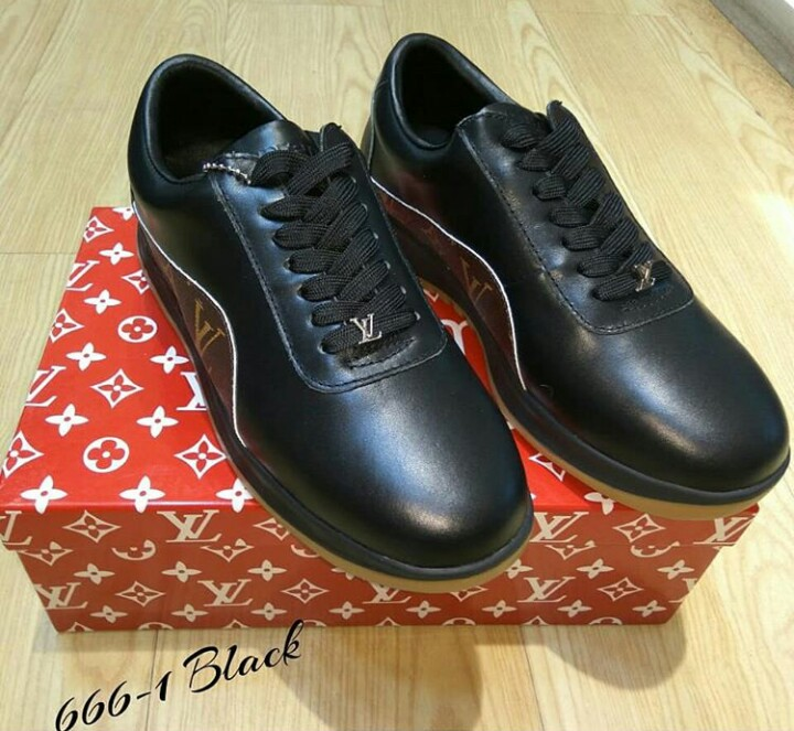 Sepatu Sneakers Casual 1c8af64bf1