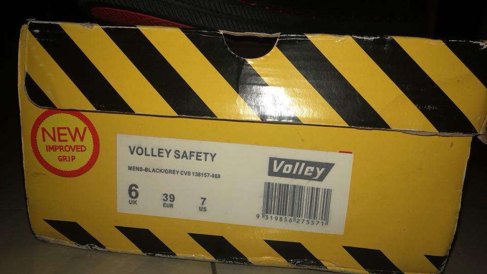 Steel cap volley shoes