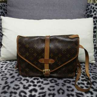 LV Louis Vuitton Saumur 30 Medium Size Monogram Saddle Messenger Style Brown Leather & Coated Canvas Cross Body Bag