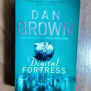 dan brown digital fortress ok condition not for fussy buyers