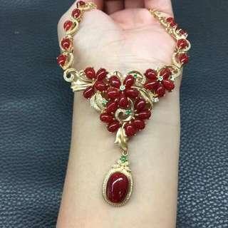日本阿卡牛血珊瑚晚裝項鍊➕手鍊一套,顏色品質如圖美麗,十八千金豪華鑲嵌,雍容華貴,精緻美麗,秒殺價¥