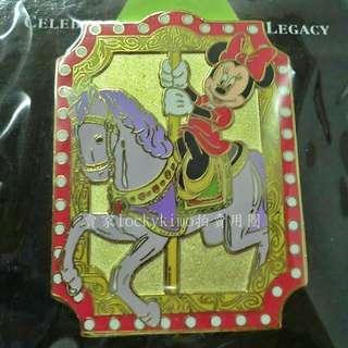 【米妮 徽章 THEME PARKS 旋轉木馬】DISNEY 華特迪士尼 100年 胸章 胸針 Minnie Mouse