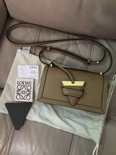 Loewe Barcelona Bag small 奶茶色 劍包 99%new 未meet貼紙