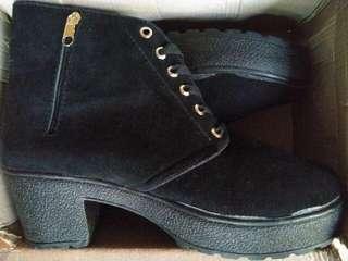 Sepatu Boots Wanita Heels SBO99