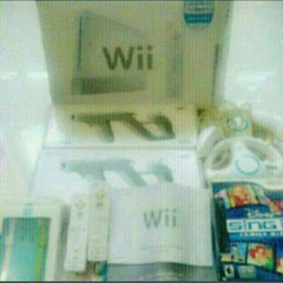 150 games Full set Wii console and accessories
