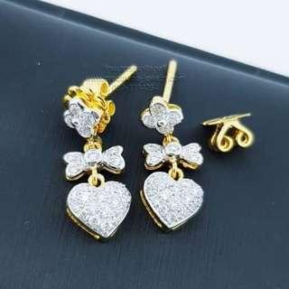 earring Diamond earrings form heart-shaped