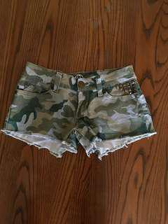 Low rise bluenotes camo shorts 00
