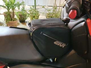 Givi tunnel bag(*instock*)