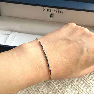 Blue Nile   14K white gold  bracelet with black diamond  ......